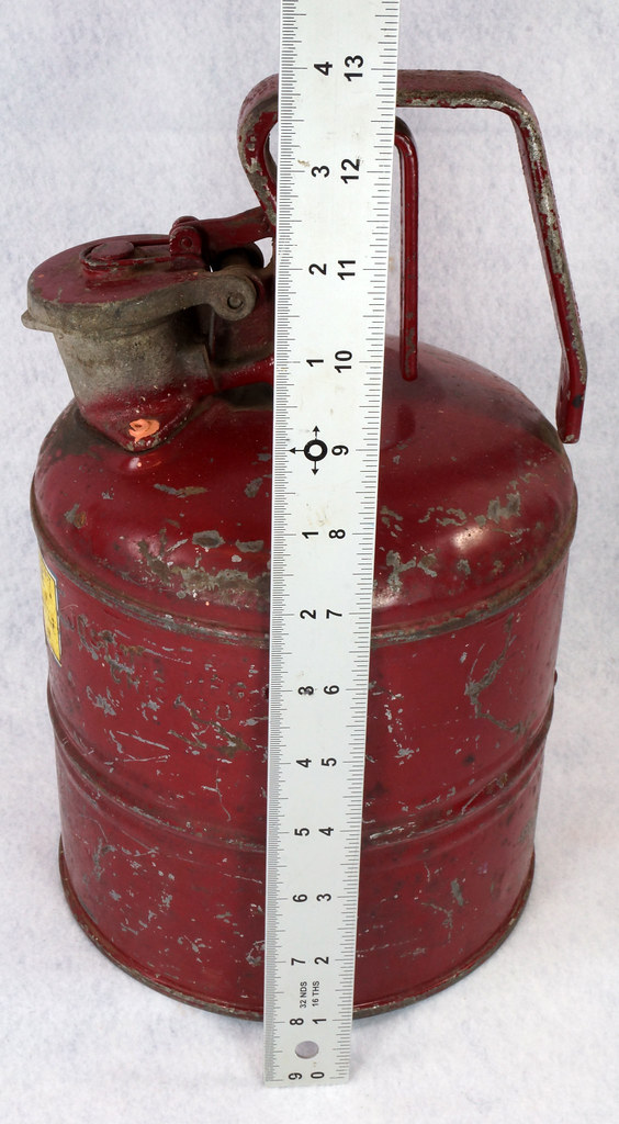 RD14619 Vintage Red JUSTRITE Chicago Safety Gasoline Can One Gallon DSC08109