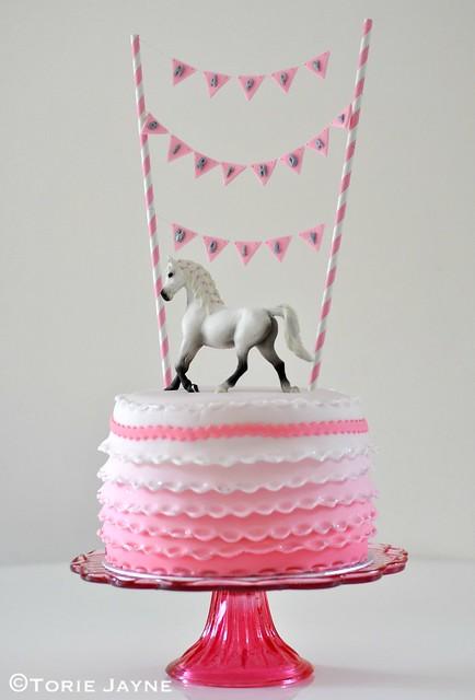 Frilled horse cake