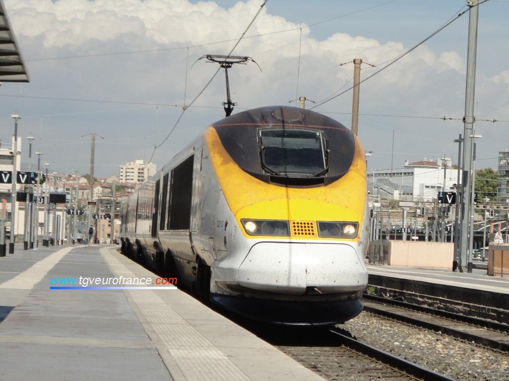 L'Eurostar 9085 (rame 3213) entrant en gare de Marseille Saint-Charles le 31 juillet 2015