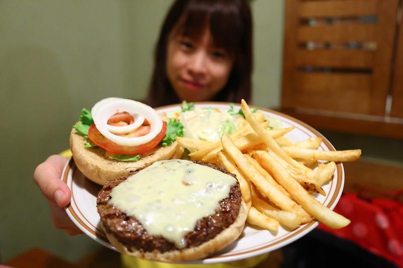 【台北美食餐廳】中山捷運站周邊美食,巷弄裡的漢堡專賣店「Forkers Burgers 佛客漢堡」。