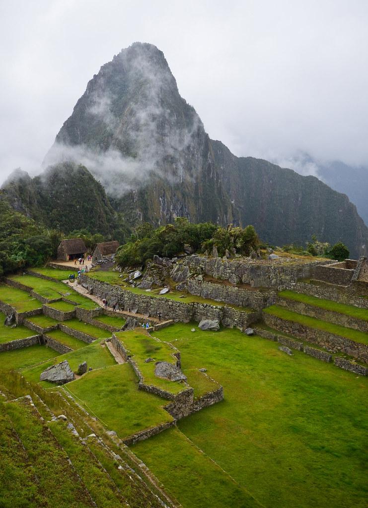 El Huaya Picchu entre nubes