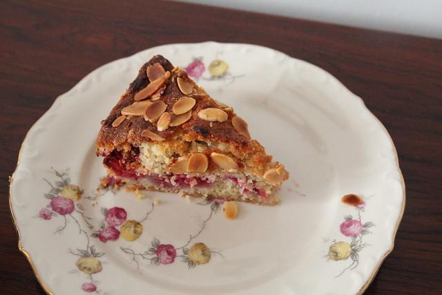 Bakewell raspberry cake