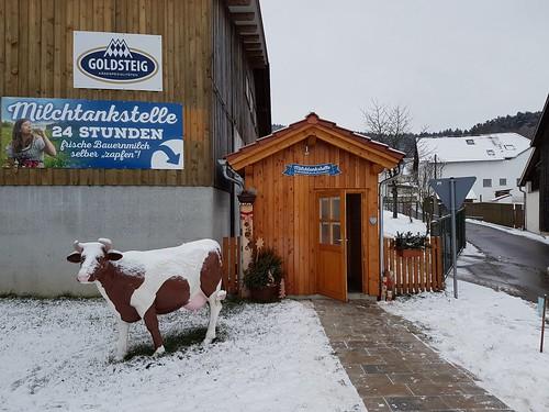 24 Stunden Milchtankstelle in Schlondorf..