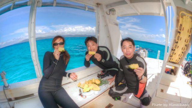 いただいたパイナップルで船上ぱぁちぃ♪