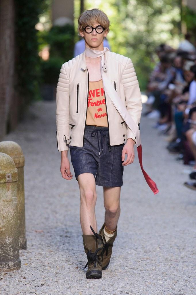 Dominik Sadoch3353_SS16 Milan Andrea Pompilio(fashionising.com)
