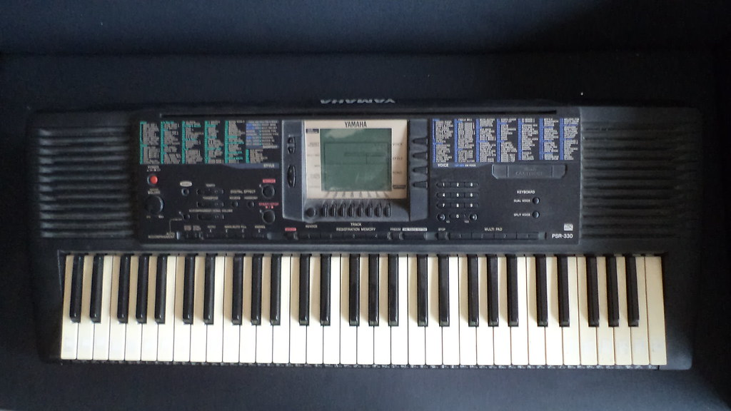 piano lectrique clavier yamaha psr 330. Black Bedroom Furniture Sets. Home Design Ideas
