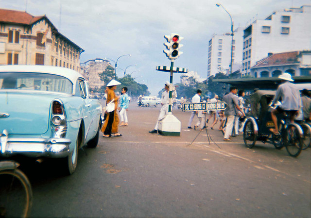 SAIGON 1965 - Photo by Tom Robinson ('Tinker') - Bùng binh chợ SaiGon