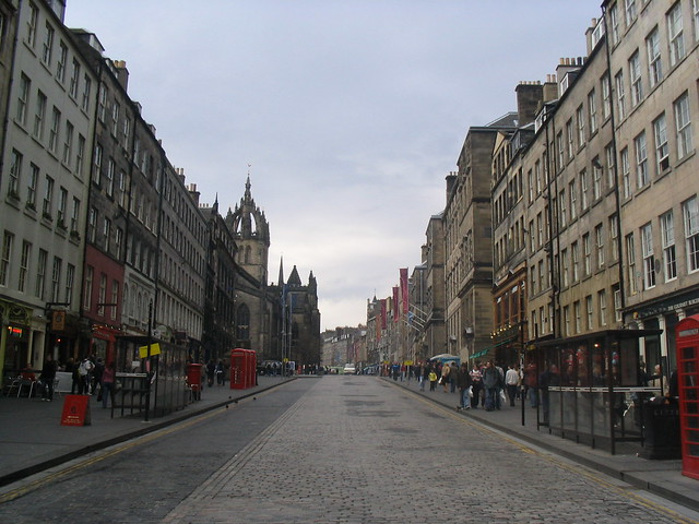 Royal Mile in Edinburgh by minorprophet via Flickr