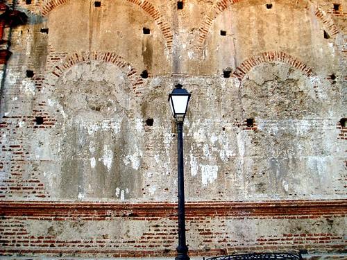 Luz de tarde sobre muro mudejar