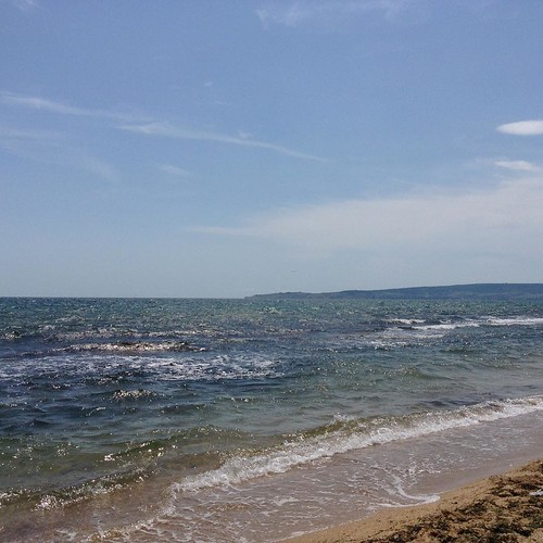 Ветер и море. Народу у камней поменьше. Уже хорошо! #море