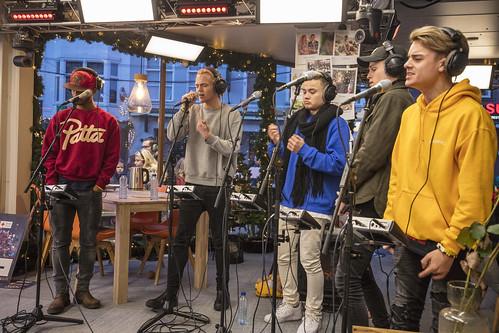 B-Brave live in het Glazen Huis