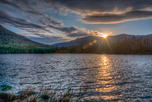 morning light sky lake mountains water colors sunrise colorful cloudy newhampshire whitemountains lensflare rays hdr lonesomelake