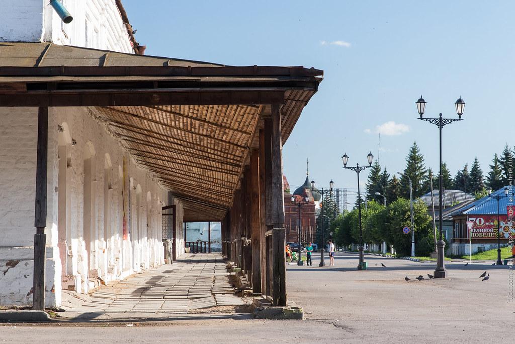Вид на торговые ряды в Юрьеве-Польском