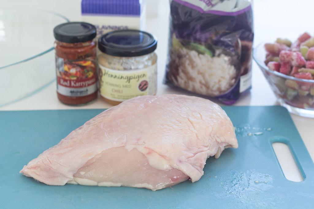 Opskrift på hjemmelavet kylling med rabarber og rød karry  (1)