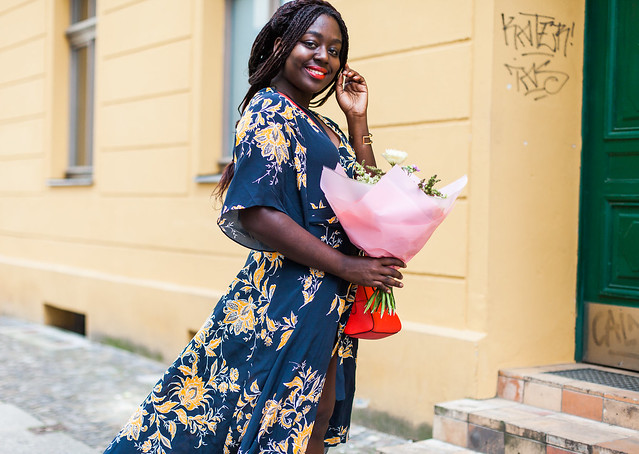 lois-floral-60  fashion week street style