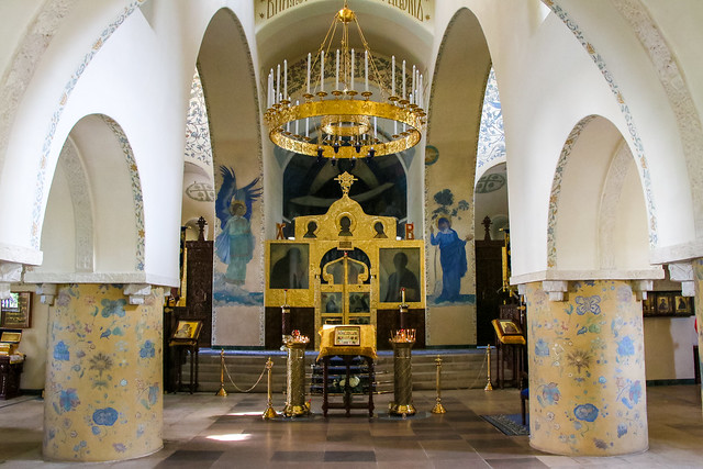 Interior of Marfo-Mariinsky Convent, Moscow, Russia モスクワ、マルフォ・マリンスカヤ修道院の内装
