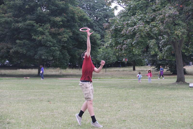 Frisbee in Kensington Gardens