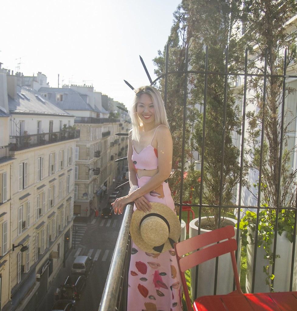 paris_balcony_smilecrop