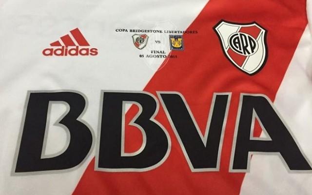 River Plate mostra camisa que ser� usada na final da Libertadores da Am�rica