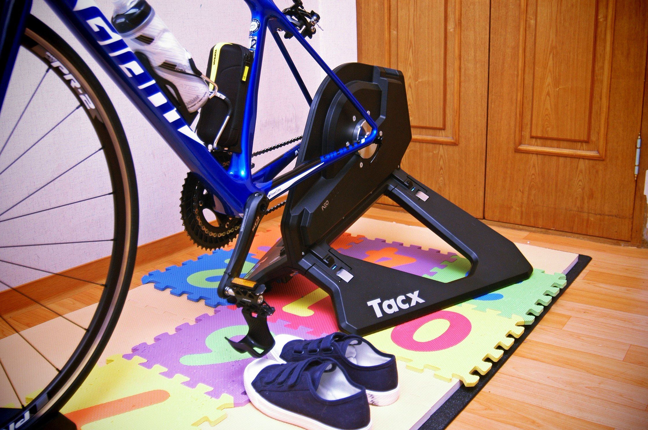 tacx neo and mat 01