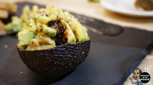 Tartar de salmón con aguacate y mango