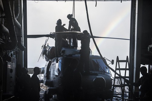 Mustin, HSM-51 Named 2014 Ship-Helicopter Safety Award Winners