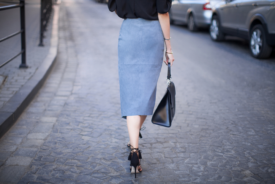 pencil-suede-skirt-street-style-outfit