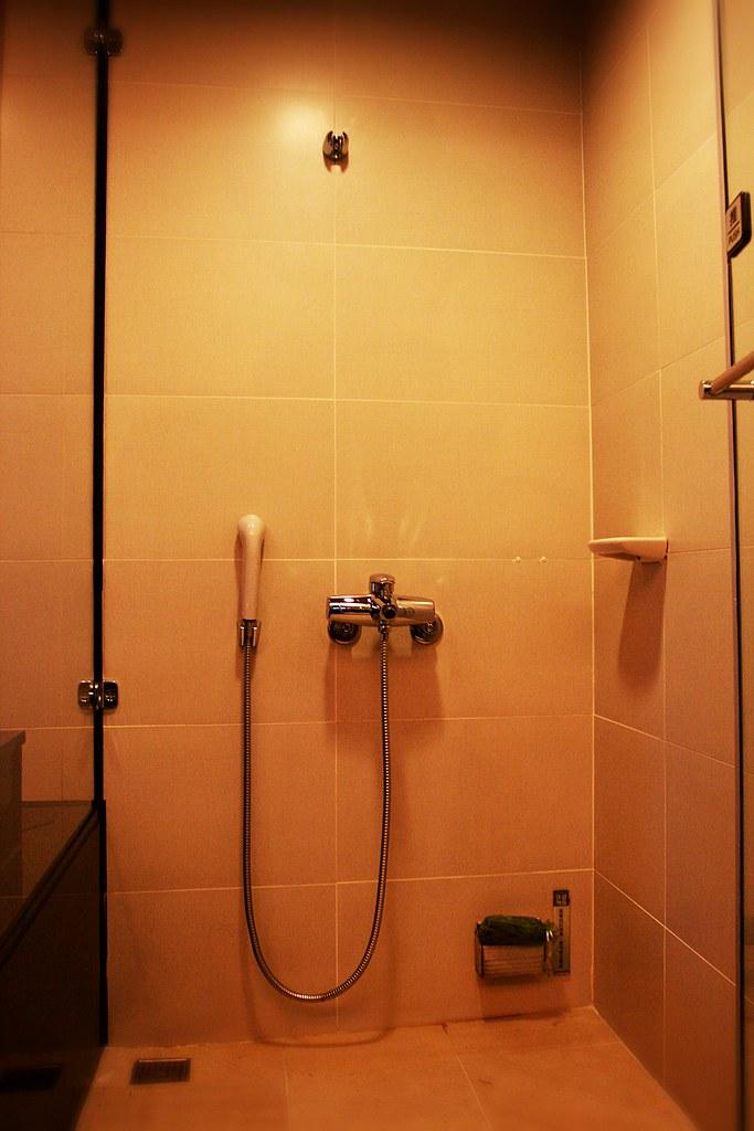 淋浴間,右下角就是蒸汽出口
