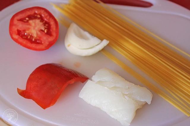 Espaguetis con bacalao www.cocinandoentreolivos.com (9)