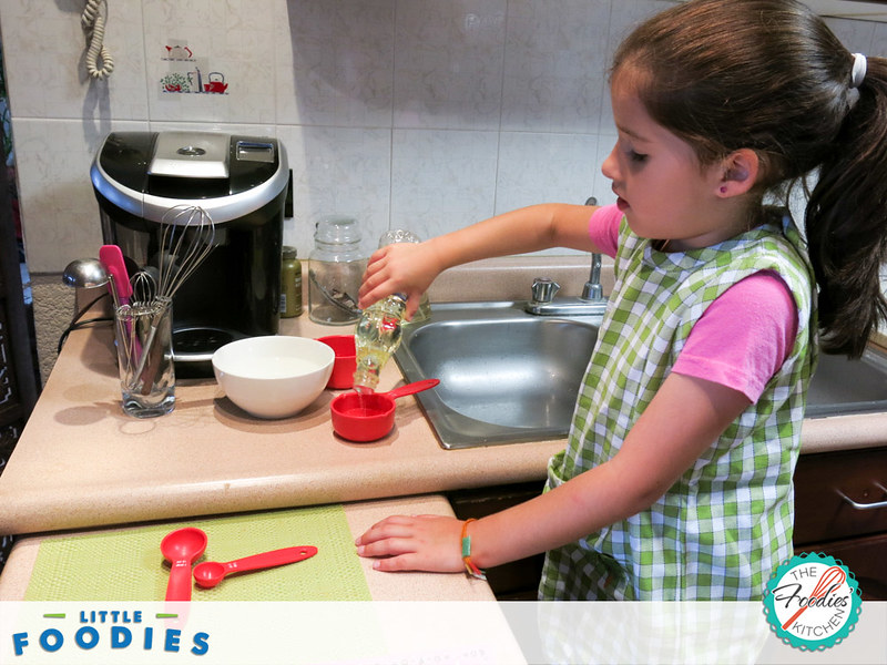 Recipes for Kids: Chocolate Cupcakes with Vanilla Frosting