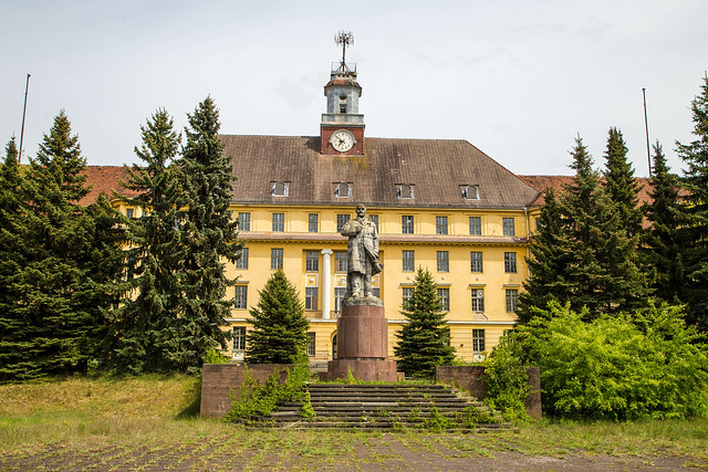 Wünsdorf: Haus der Offiziere: Lenin-Statue