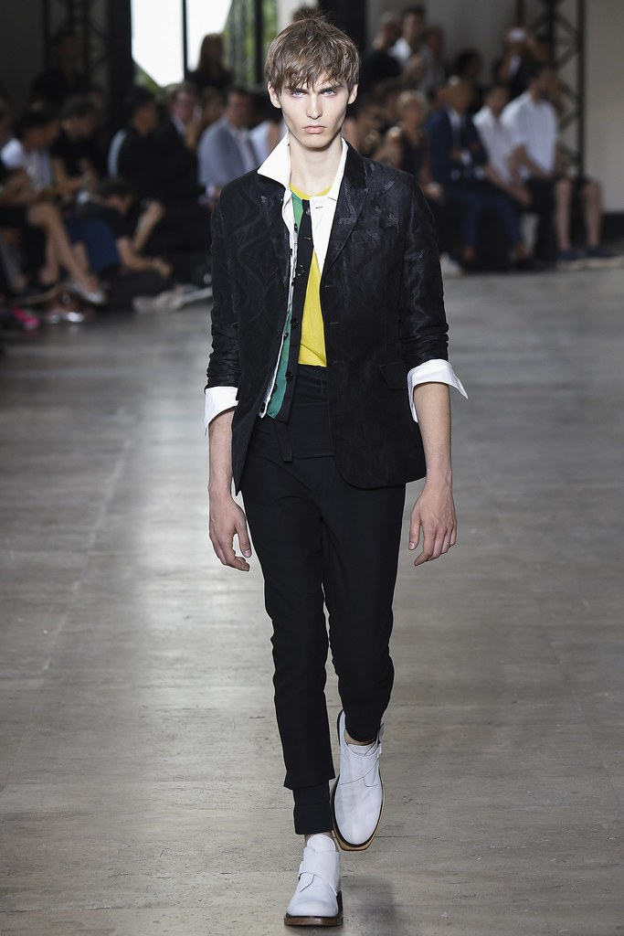 SS16 Paris Ann Demeulemeester003(VOGUE)