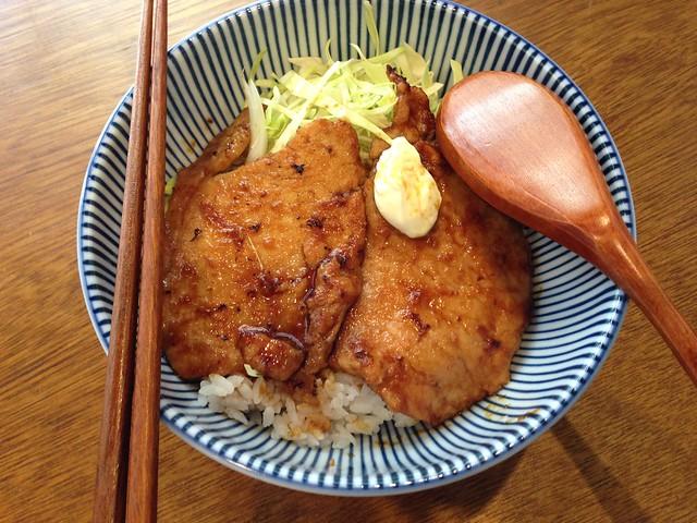 讓我覺得很感心的是沒有使用美耐皿餐具(水杯還是塑膠的就是了)@台北大安,佐藤精肉店