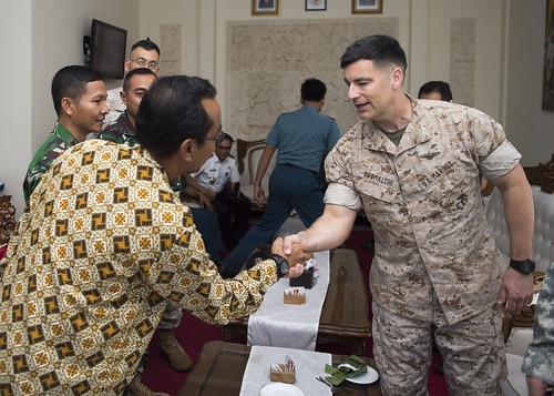 INDIAN OCEAN (NNS) – The USS Bonhomme Richard (LHD 6) with embarked Amphibious Squadron (PHIBRON) 11 and 31st Marine Expeditionary Unit (MEU) hosted members of Indonesian government and military onboard while underway in the Indian Ocean.
