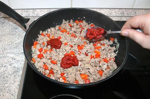 28 - Tomatenmark dazu geben / Add tomato puree