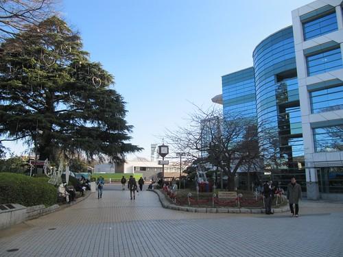 中山競馬場の正門付近