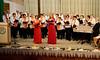 Der Chor mit den Solistinnen Irmgard Holzinger-Fröhr und Melitta Giel