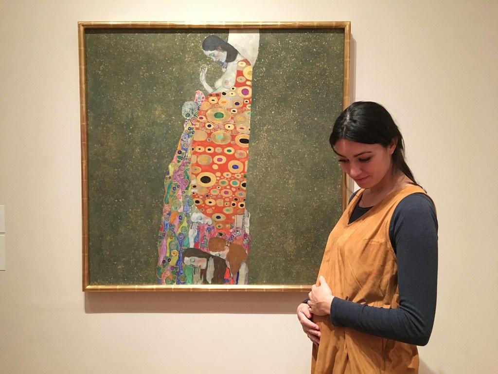 """En el MoMa (Nueva York). Frente a """"Hope, II"""" de Gustav Klimt."""