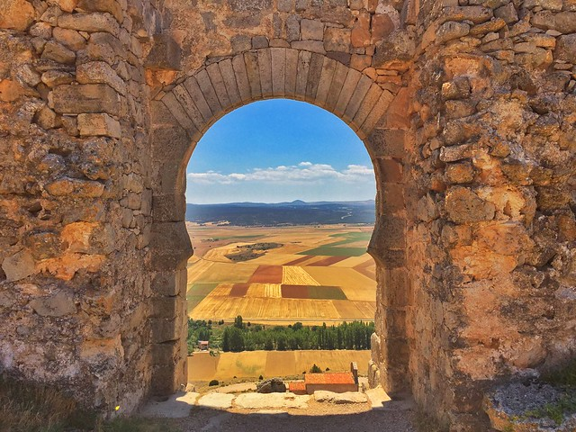 Puerta califal en el Castillo de Gormaz (Soria)