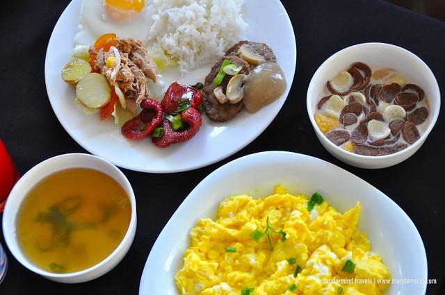 Breakfast at Liquid Bar Microtel