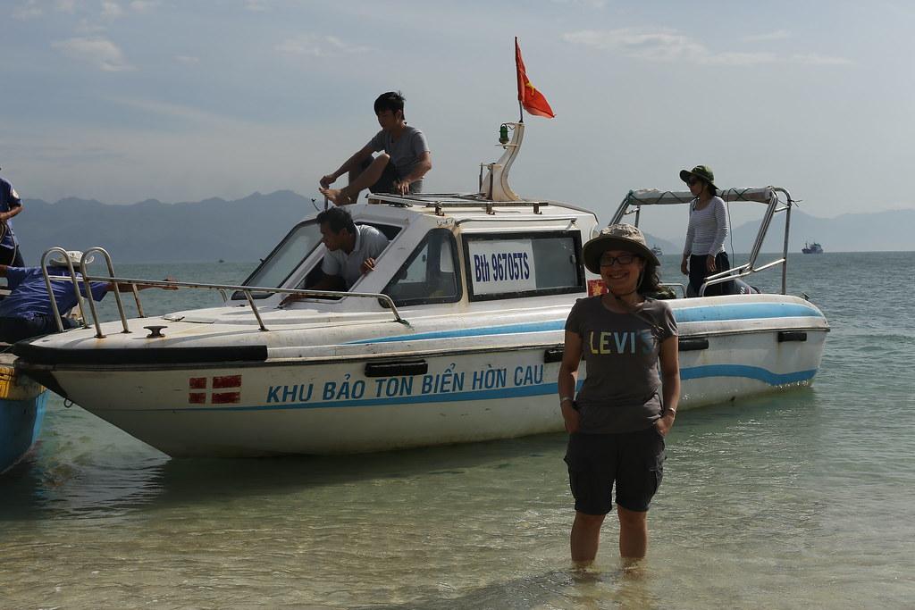 Ca nô của KBT Hòn Cau, hàng ngày chúng ta sẽ được tuần tra trên Cano nài :p , tuần tra bao gồm cả việc đi uống cà phê cũng ;)