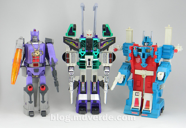 Transformers Sixshot G1 Reissue - Transformers Asia - modo robot vs Galvatron vs Ultra Magnus
