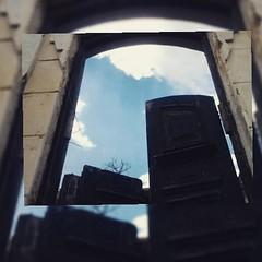 """""""Se as portas da percepção estivessem limpas, tudo apareceria para o homem tal como é: INFINITO"""" * William Blake #BlogAuroradeCinemacelebra  #portas #insta_pensadores"""