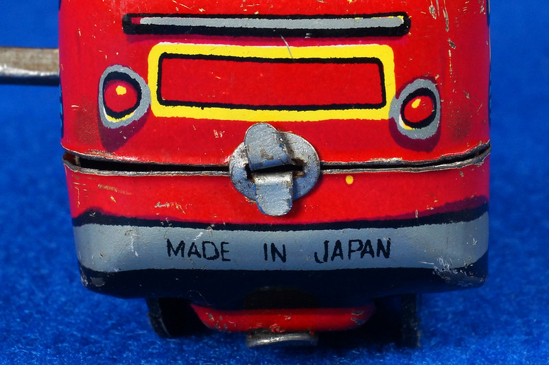 RD10081 Vintage Wind Up Tin Miniture Fire Truck Made in Japan DSC08370