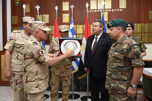 Η Ηγεσία του ΥΠΕΘΑ στην επίδειξη προς τιμήν του ΥΠΑΜ της Αιγύπτου στο ΚΕΕΔ