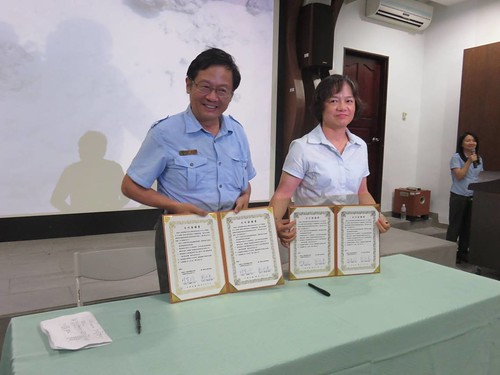 墾管處處長劉培東與台灣海洋科技研究中心主任林慧玲簽署兩年合作備忘錄。攝影:吳佳其。