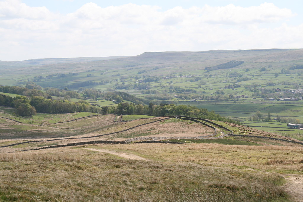 Walled bridleway on Great Shunner Fell