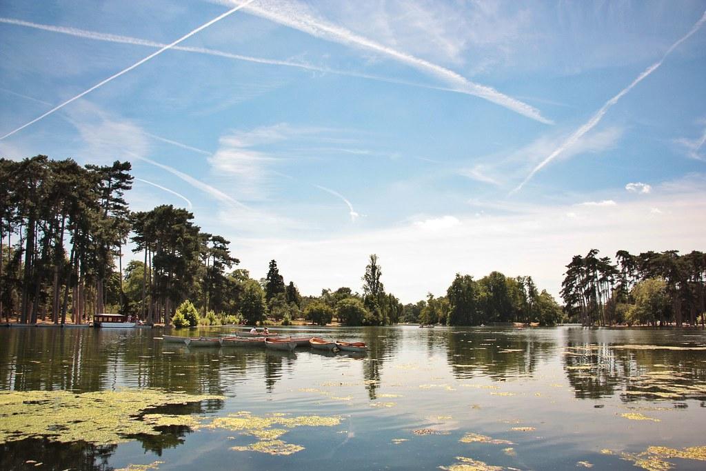 The charming lac inferieur et chalet des les roisin grace - Le chalet des iles porte de la muette ...