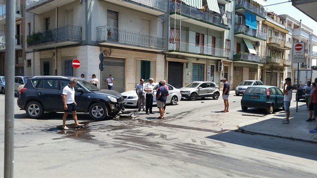 Conversano- incidente in via Flaviano angolo de Amicis