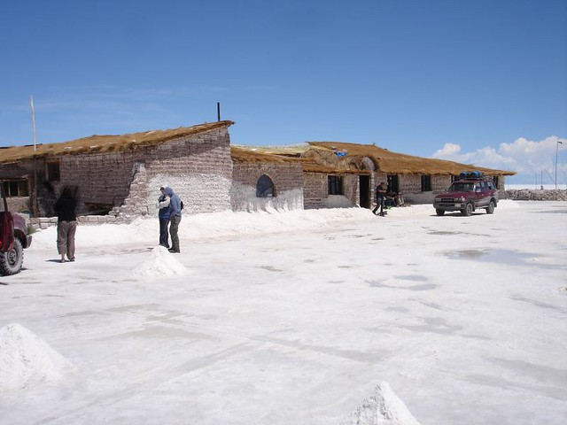 The playa blanca hotel a hotel made of salt on the salar for Salar de uyuni hotel made of salt